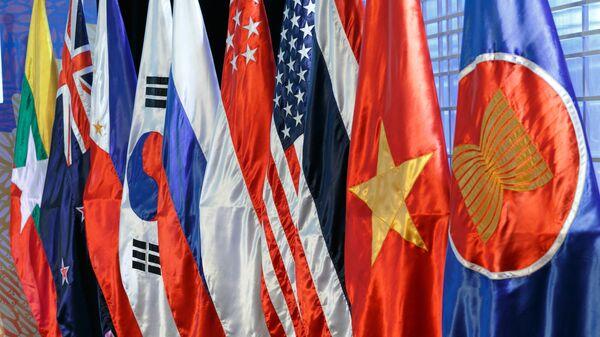 Las banderas de los países miembros de la ASEAN - Sputnik Mundo