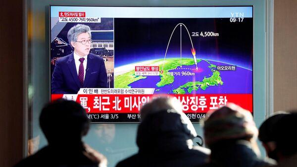 Corea del Norte lanza un misil balístico - Sputnik Mundo