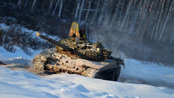 Un tanque ruso T-72 (archivo) - Sputnik Mundo