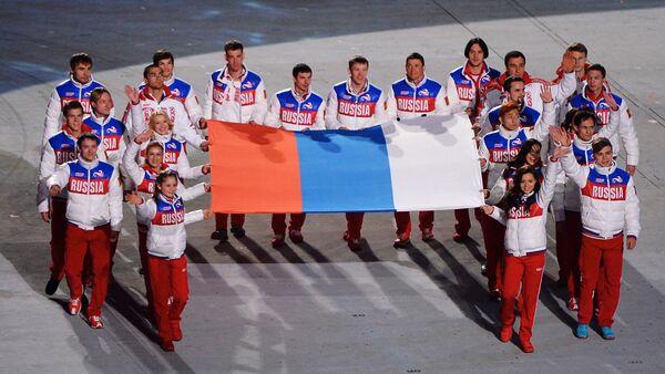 Atletas rusos durante la ceremonia solemne de clausura de los JJOO de Sochi, en 2014 - Sputnik Mundo