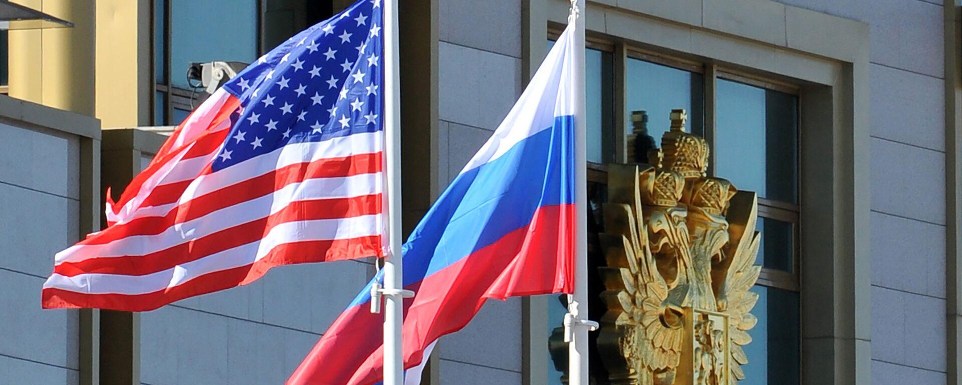 Banderas de EEUU y Rusia - Sputnik Mundo, 1920, 03.02.2021