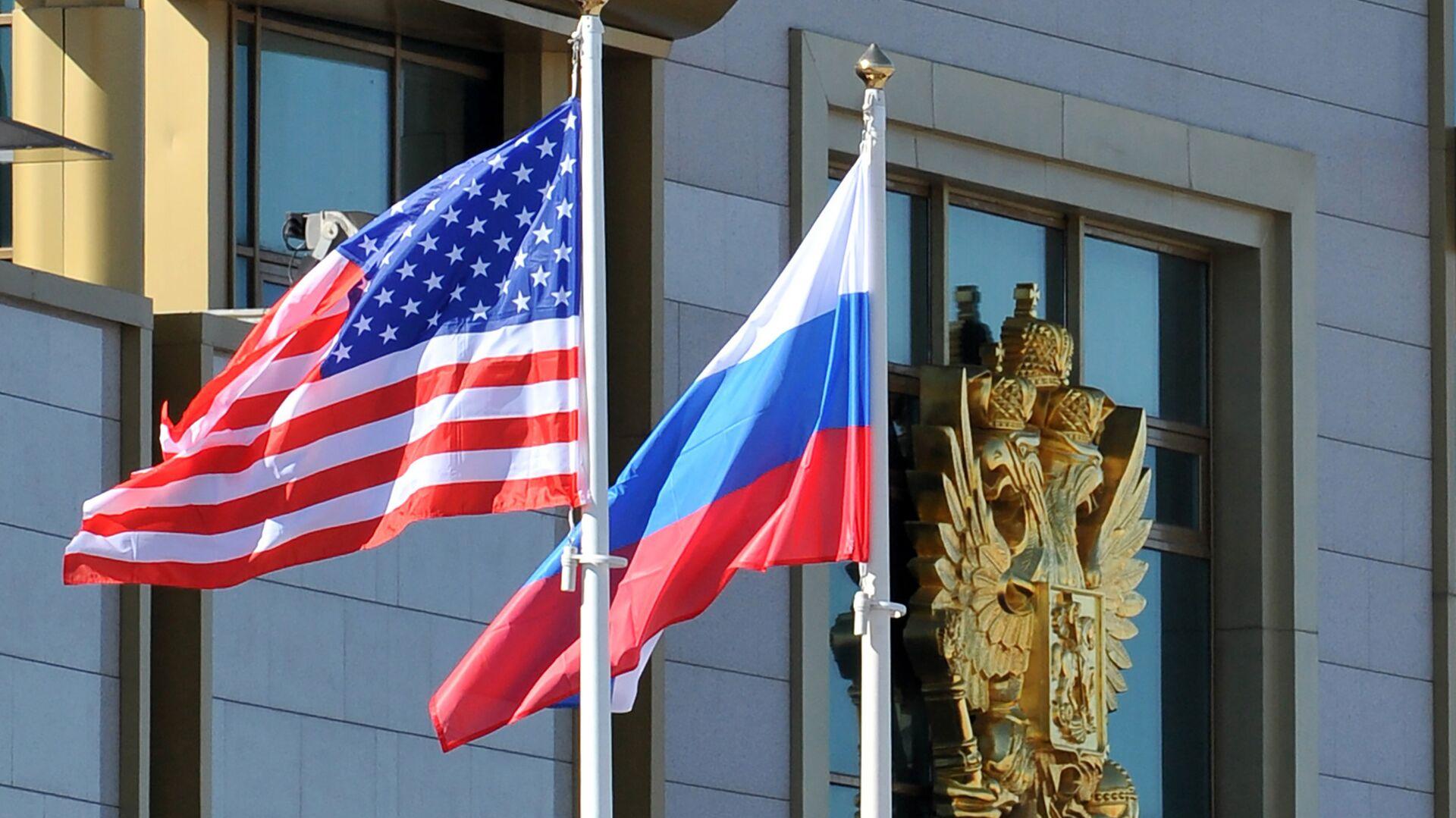 Banderas de EEUU y Rusia - Sputnik Mundo, 1920, 21.03.2021