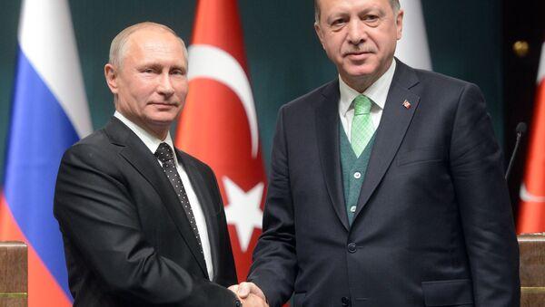 El presidente ruso, Vladímir Putin, con su par turco Recep Tayyip Erdogan (archivo) - Sputnik Mundo