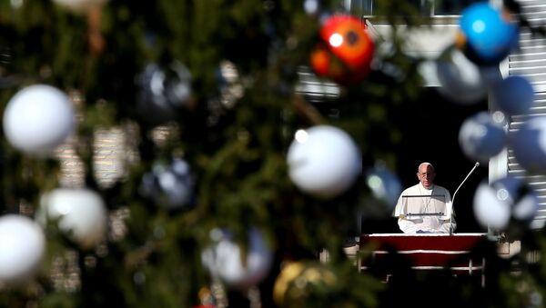 El Papa Francisco durante la oración del Ángelus - Sputnik Mundo