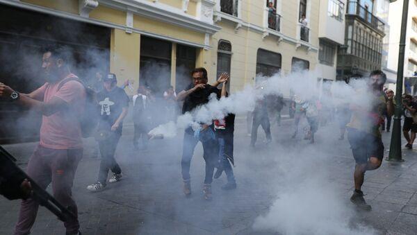Enfrentamientos en Lima por el indulto al expresidente Fujimori - Sputnik Mundo