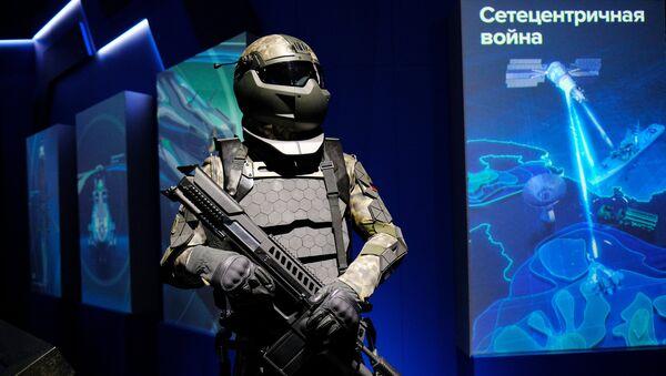 Una maqueta del futuro traje de combate de los soldados rusos - Sputnik Mundo
