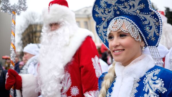 'Nievecillas' rusas: así son las hermosas ayudantes de Papá Noel - Sputnik Mundo