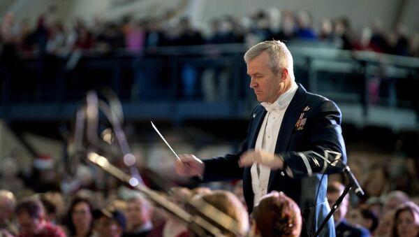 Un director de orquesta - Sputnik Mundo