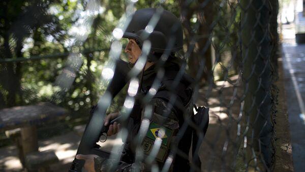 Policía militar brasileña en la favela Rocinha de Río de Janeiro - Sputnik Mundo