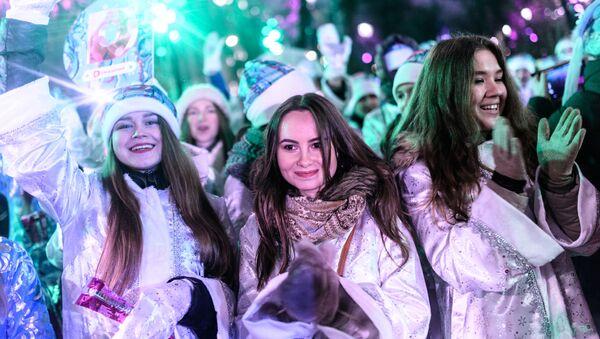 Las 'Nievecillas' rusas se lucen en las calles de Moscú - Sputnik Mundo