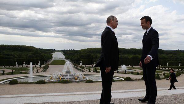 Vladímir Putin y Emmanuel Macrón, en Versalles - Sputnik Mundo