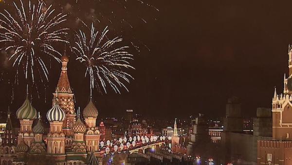 Espectaculares fuegos artificiales celebran la llegada del año nuevo alrededor del globo - Sputnik Mundo