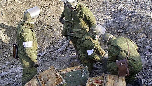 Zapadores rusos durante las labores de demolición en la región de Chukotka - Sputnik Mundo