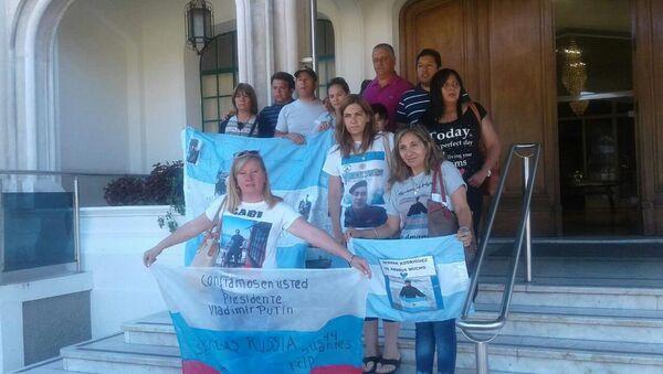 Familiares de tripulantes de submarino ARA San Juan en la base de Puerto Belgrano - Sputnik Mundo