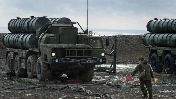 Un regimiento de S-400 desplegado en Crimea (archivo) - Sputnik Mundo