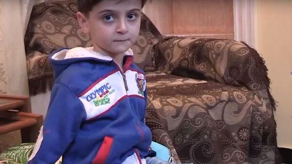 Un niño sirio que se quedó sin manos aprende a vivir de nuevo - Sputnik Mundo