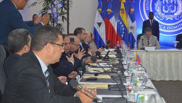 La reunión entre el Gobierno y la oposición venezolana en República Dominicana (archivo) - Sputnik Mundo