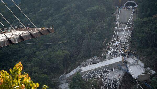 El desplome de viaducto en Colombia - Sputnik Mundo