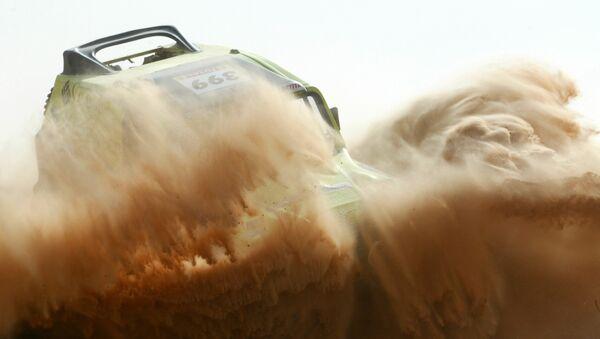 Imagen referencial de un todoterreno compitiendo en el Dakar 2009 - Sputnik Mundo