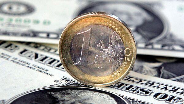 Éuro y dólar - Sputnik Mundo