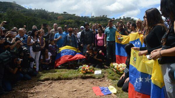Familiares despidieron a Abram Agostini y José Luis Díaz Pimentel a cinco días de su muerte en el operativo para la captura del policía sublevado Óscar Pérez - Sputnik Mundo