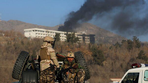 Operación militar durante el ataque contra el Hotel Intercontinental de Kabul, Afganistán - Sputnik Mundo