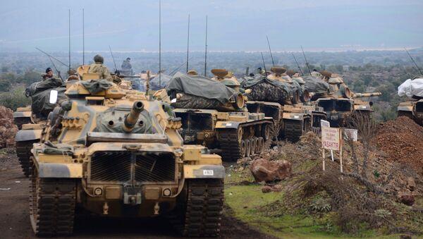 Vehículos blindados turcos en la frontera con Siria - Sputnik Mundo