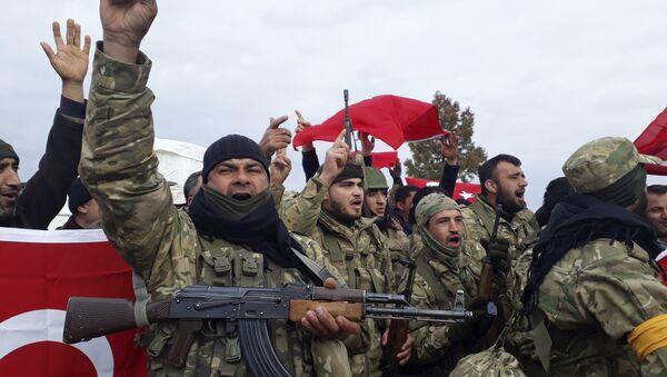 Combatientes del Ejército Libre Sirio, grupo insurgente respaldado por Turquía, en el norte de Siria, 21 de enero de 2018 - Sputnik Mundo