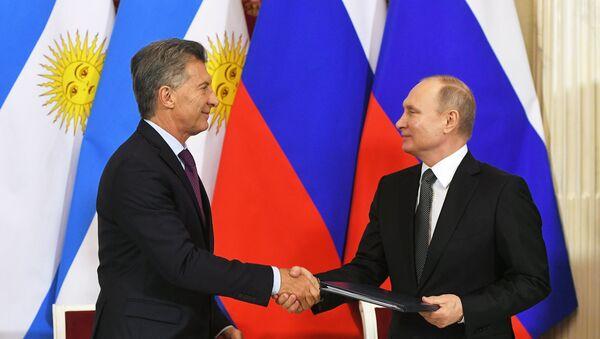 El argentino, Mauricio Macri, y el presidente ruso, Vladímir Putin - Sputnik Mundo