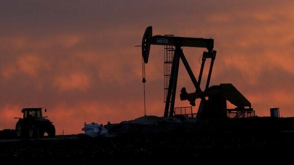 Una instalación para extracción de petróleo en Texas, EEUU (archivo) - Sputnik Mundo