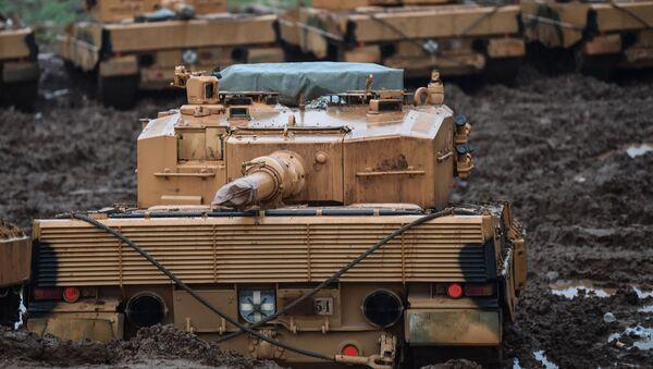 Tanques turcos cerca de la frontera con Siria durante la operación Rama de Olivo - Sputnik Mundo