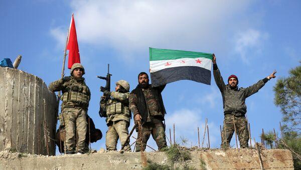 Militares turcos y combatientes del Ejército Libre Sirio - Sputnik Mundo
