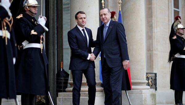 El presidente francés, Emmanuel Macronturco y el presidente turco, Recep Tayyip Erdogan - Sputnik Mundo