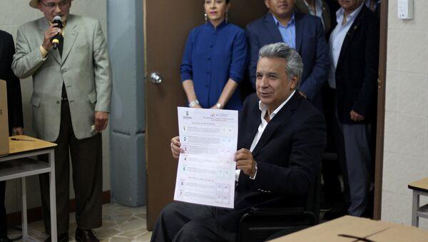 El momento de la votación del presidente de Ecuador, Lenín Moreno - Sputnik Mundo