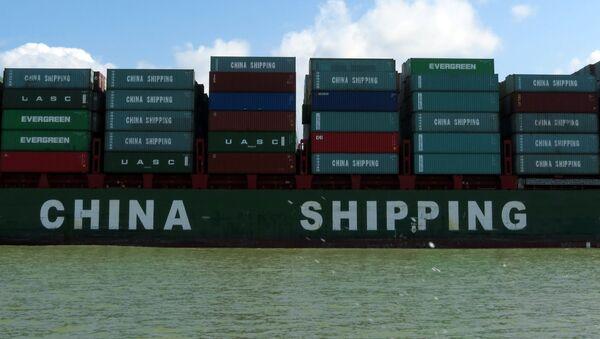 Contenedores con productos chinos pasan por el Canal de Panamá - Sputnik Mundo