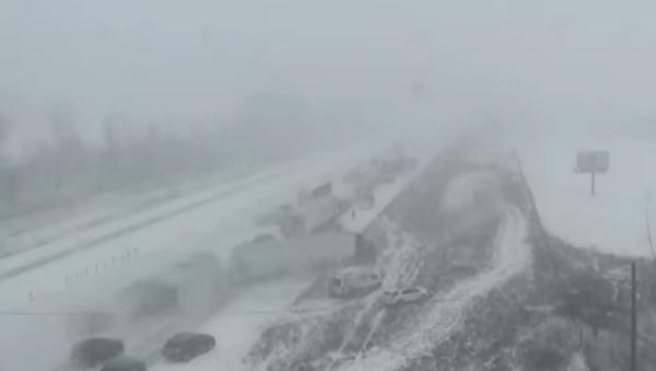 Un choque de coches en Iowa - Sputnik Mundo