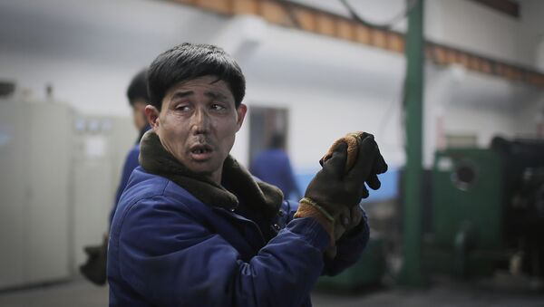 Trabajador norcoreano (imagen referencial) - Sputnik Mundo