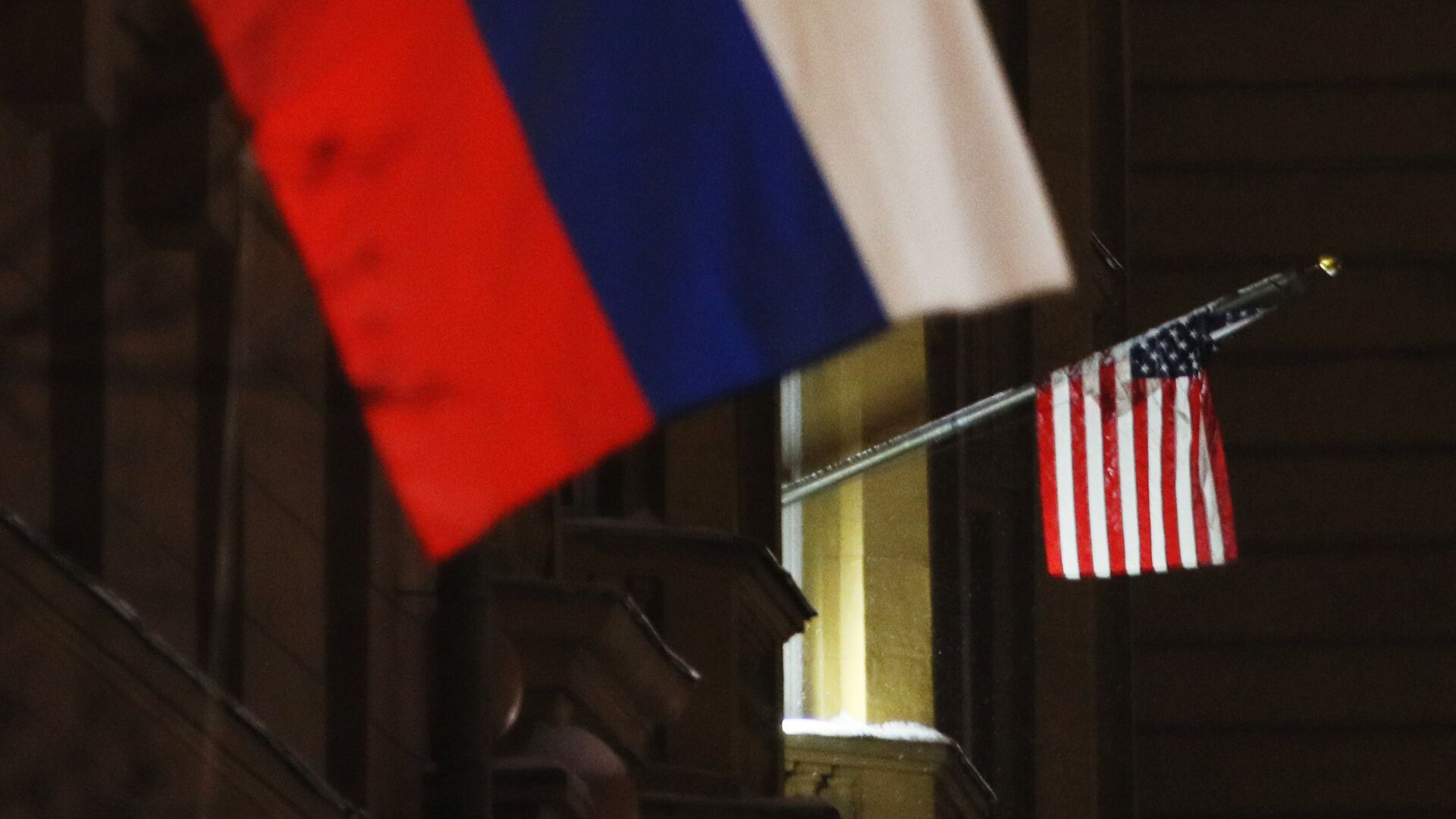 Banderas de Rusia y EEUU - Sputnik Mundo, 1920, 03.03.2021