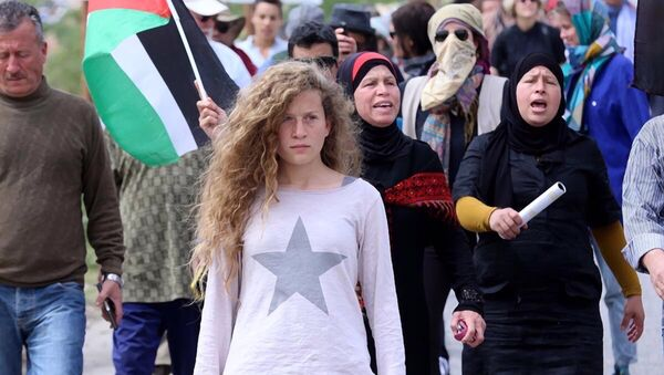 Ahed Tamimi, la activista palestina de 17 años sometida a juicio militar ante el Ejército de Israel - Sputnik Mundo
