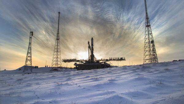El cohete Soyuz-2.1a con el carguero Progress MS-08, en la plataforma de lanzamiento en el cosmódromo de Baikonur - Sputnik Mundo