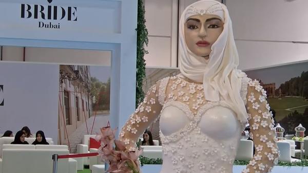 Una tarta nupcial de casi un millón de dólares con forma de novia - Sputnik Mundo