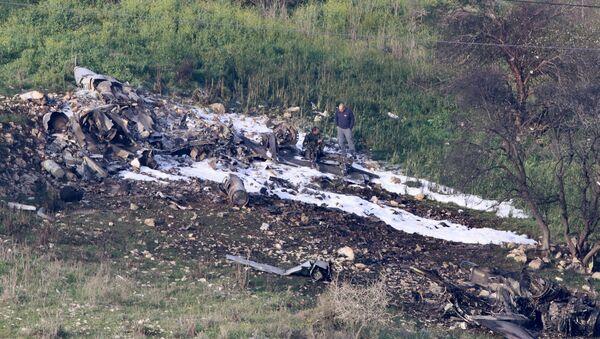 Los restos del caza F-16 israelí - Sputnik Mundo