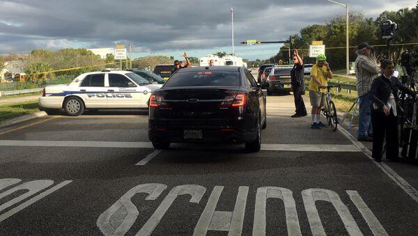 Policía en el lugar del ataque a una escuela secundaria del estado de Florida, EEUU - Sputnik Mundo
