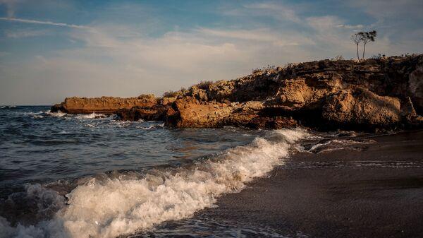 La costa de Chipre, en el mar Mediterráneo - Sputnik Mundo