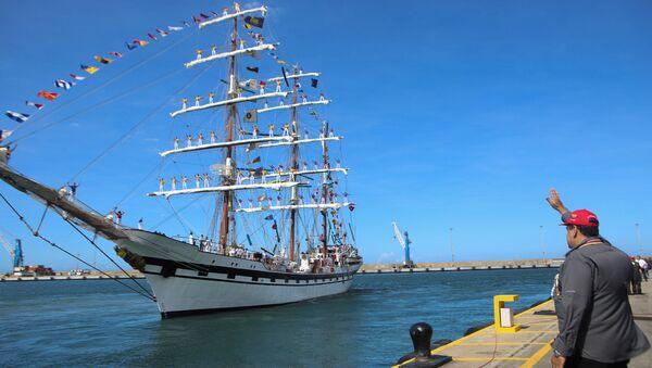 Maduro despide al buque escuela Simón Bolívar - Sputnik Mundo