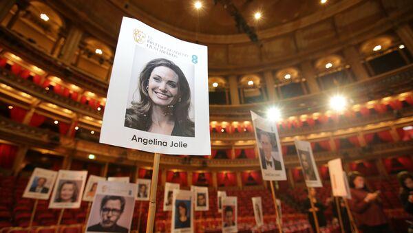 Un retrato de la actriz Angelina Jolie - Sputnik Mundo