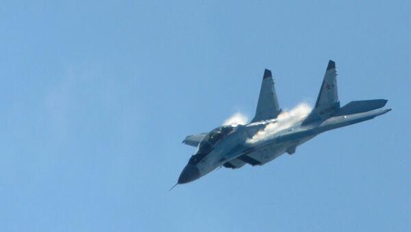 El caza ruso MiG-35 durante el vuelo de demostración en el marco de la feria aeroespacial MAKS-2017 - Sputnik Mundo