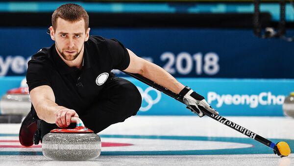Alexandr Krushelnitski, deportista ruso durante el partido de Curling en JJOO 2018 en Pyeongchang - Sputnik Mundo