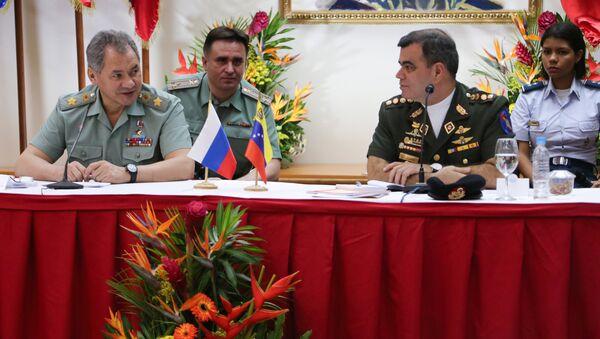 Serguéi Shoigú, ministro de Defensa de Rusia y Vladimir Padrino López, ministro de Defensa de Venezuela - Sputnik Mundo