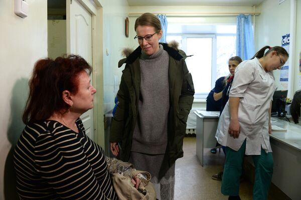 Ksenia Sobchak, presentadora de televisión y candidata presidencial en las elecciones de 2018, en el hospital central de la ciudad de Berdsk - Sputnik Mundo